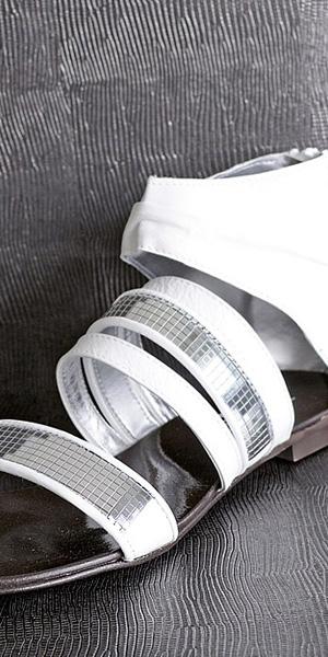 nastennaja_panel_leather_collection_leguan_silver_grey