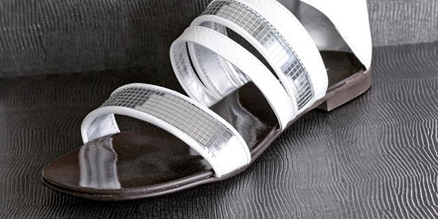 dekorpaneele-schaufenster-schuhe-leder-optik